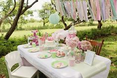 Awesome Rustic Garden Party Decorations Ideas - Go Travels Plan Rustic Garden Party, Vintage Garden Parties, Garden Party Decorations, Birthday Party Decorations, Vintage Party, Vintage Tea, Vintage Birthday, Princess And The Pea, Colorful Birthday