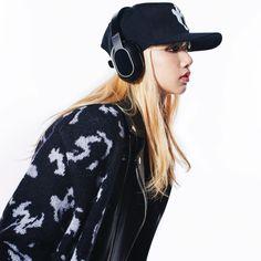Your source of news on YG's current biggest girl group, BLACKPINK! Blackpink Lisa, Jennie Lisa, K Pop, South Korean Girls, Korean Girl Groups, Jenny Kim, Kpop Memes, Kim Jisoo, Celebs