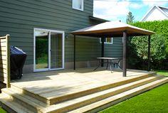 Plate-forme en bois traité et pergola Pergola, Deck, Plate, Outdoor Decor, Home Decor, Courtyards, Wooden Shapes, Homemade Home Decor, Front Porches