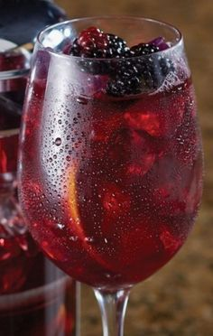 Carrabba's Blackberry Sangria: Blackberry Sangria is a favorite of many and this one is fantastic. It's so good, you need to pace yourself. Cocktails, Party Drinks, Cocktail Drinks, Fun Drinks, Cocktail Recipes, Alcoholic Drinks, Drink Recipes, Copycat Recipes, Sangria Drink
