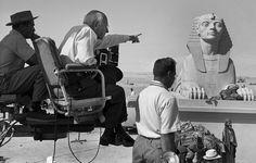 """#1956. Le réalisateur Cecil B DeMille sur le tournage de son film """"Les dix commandements"""". Tourné  en Égypte le film dispose de l'une des plus grandes distributions jamais réunies avec entre autres Charlton Heston Yul Brynner Anne Baxter et Edward G Robinson. À sa sortie en salles le 8 novembre 1956 ce film était le plus cher jamais réalisé. Le tournage a duré  sept mois et nécessité la présence de 10 000 figurants. Photo : Walter Carone/ #ParisMatch by parismatch_magazine"""