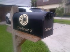 Simple mailbox makeover using Silhouette Cameo. It was the first vinyl project I've tried and only took a few minutes.