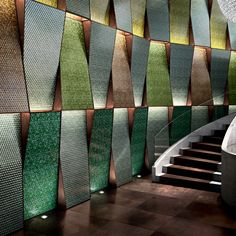 Watch and touch: these are the natural instincts in front of this wall made amazing by the charming forms of tesserae and the use of evergreen tones. Wall Cladding Interior, Wall Cladding Designs, Exterior Cladding, Dance Hall Architecture, Architecture Design, Sicis Mosaic, Home Theater Room Design, Auditorium Design, Acoustic Wall Panels