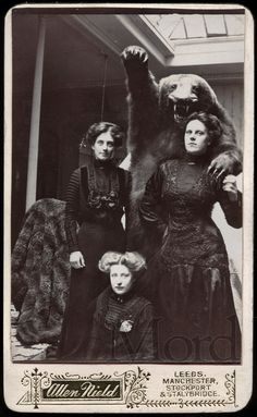 Photobombed… by a bear. CDV, late-1890s. Jack Mord 熊と一緒に写真を撮るなんて、とても大胆で勇敢な女性たち