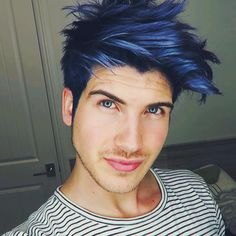 """My new blue hair! Check it out in today's video! YouTube.com/JoeyGraceffa thank you so much @guy_tang for the new lewk! """