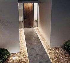 ご帰宅の際に、足元からやさしい光に迎えられるとなにか優雅な気持ちになりませんか? ファサードを印象的にすると、誘われるようにお家に足が…  使用機種:LGW46703LE1 (Panasonic電工)