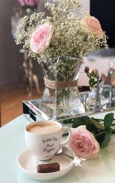 19 New Ideas Photography Coffee Cafe Cappuccinos Coffee And Books, I Love Coffee, Good Morning Coffee, Coffee Break, Coffee Cafe, Coffee Shop, Deco Rose, Rose Pastel, Cup Art