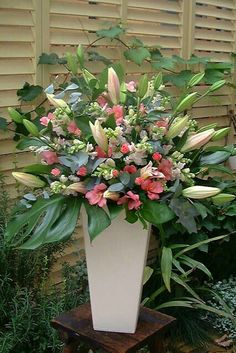 Selecting The Flower Arrangement For Church Weddings – Bridezilla Flowers Large Flower Arrangements, Flower Arrangement Designs, Vase Arrangements, Flower Vases, Altar Flowers, Church Flowers, Funeral Flowers, Ikebana, Hotel Flowers