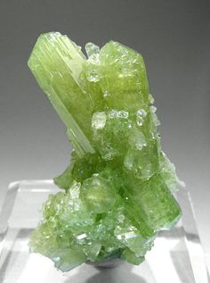 Vesuvianite: Alleviates chronic illnesses caused by environmental pollution such as mercury. Very useful remedy in our modern civilization. Not only does it purify the body, and assists recuperation after a lengthy illness, it also is beneficial to the wearers psyche; it drives away fear and melancholy. It makes one open to environment and stimulates the desire for action. People carrying Vesuvianite cant hide their feelings. Cleanse under warm water once a month, and recharge with rock…
