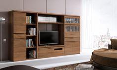 COMPOSICIÓN 658 B Composición modular de líneas rectas y elegantes en color Canaletto. Sus dimensiones (300 cm de ancho) permiten adaptarla a todo tipo de ambientes. Ideal para un público exigente que quiere dejarse envolver por un mueble actual con reminiscencias clásicas.