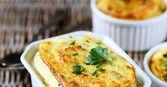 Recette du soufflé de pommes de terre avec du fromage et des herbes. Un grand classique.