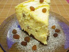 Pasca cu branza de vaci Low Carb Desserts, Easy Desserts, Edith's Kitchen, Easter Pie, Romanian Food, Oreo Cheesecake, Eat Dessert First, Saveur, Deserts