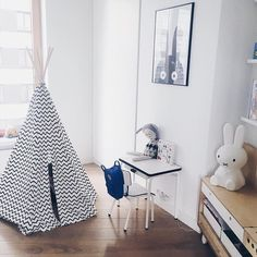 Our black zigzag #teepee in a simple and lovely space shared by @maniao ✨✨ shop our teepees and the #new Ibiza Home here: #linkinbio  #nobodinoz #kidsdecor #monochrome #coolkids #decor #fairtrade #madeinspain #kidsdesign #Barcelona #Brooklyn #playtent
