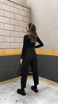 Fall Fashion Outfits, Edgy Outfits, Edgy Fall Fashion, Black Outfits, All Black Fashion, All Black Style, All Black Outfit For Work, Black Loafers Outfit, Photographer Outfit
