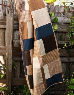 Sewing Men Projects Hibernate: A Man-Quilt by Lella Boutique - Every year, my brothers and I participate in a Christmas gift rotation. This year, I have my little brother, Mikey. Flannel Quilts, Plaid Quilt, Plaid Flannel, Shirt Quilts, Man Quilt, Boy Quilts, Quilt For Men, Quilting Projects, Sewing Projects
