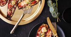 Pizzan tekeminen onnistuu myös ilman taikinaa. Munakoisopizzat valmistuvat nopeasti ja maistuvat hyviltä myös jäähtyneinä.