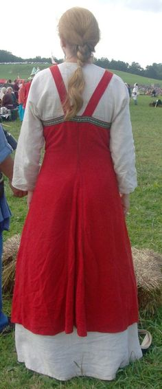 Viking - back of apron. Hedeby style as used by Svartland. I like the back-straps being closer together.