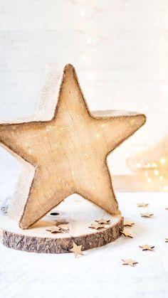 Christmas Family Feud, Christmas Wood, Christmas Wreaths, Ramadan Crafts, Ramadan Decorations, Christmas Decorations, Diy Crafts For Home Decor, Holiday Crafts, Diy Para A Casa