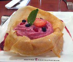 Notre création pâtissière : tulipe à la mousse de fruits rouges #pâtisserie