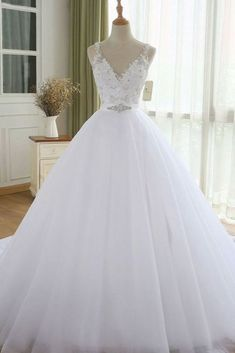 Fashionable Tulle V-neck Neckline Ball Gown Wedding Dresses With Beaded Lace Appliques & Rhinestones Blake Lively Wedding Dress, Diana Wedding Dress, Engagement Dress For Bride, Couple Wedding Dress, Wedding Dresses Near Me, Famous Wedding Dresses, Classic Wedding Dress, Wedding Dress Trends, Wedding Bridesmaid Dresses