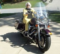 granny-on-a-motorcycle2.jpg (357×325)