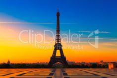 Paris, France Bilder und Fotos lizenzfrei bei ClipDealer: The Eiffel Tower in Paris at sunrise Disney Em Paris, Places To Travel, Places To See, Sunrise Photography, Paris Eiffel Tower, Famous Landmarks, Paris Photos, France Travel, City Lights