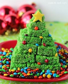 Green food coloring and M&Ms turn Rice Krispie treats into a Christmas dessert. | 38 Clever Christmas Hacks That Will Make Your Life Easier