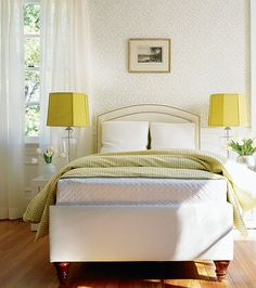 bedroom-light-neutral-colors-yellow-lamp-shades