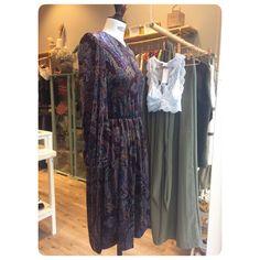 Nuevas prendas para el otoño disponibles en @_namukaandco_ #aw17 #slowfashion #isabelarangoclothing #oviedo #calleasturias5 #isabelarango #isabelarangoclothing #terciopelo #vestido