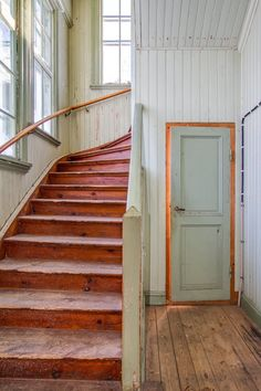 Swedish house built in 1910 Swedish Interiors, Scandinavian Interior, Cottage Stairs, Sweden House, Red Houses, Interior And Exterior, Interior Design, Stairways, Architecture Details
