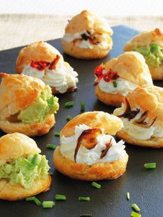 Profiteroles+salados- perfect for brunch Fingerfood Recipes, Appetizer Recipes, Brunch, Tasty, Yummy Food, Catering Food, Mini Foods, Snacks, Appetisers