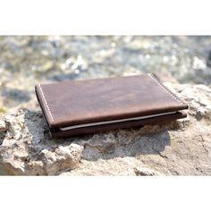 Кожаный паспорт-холдер с карманами для прав и кредитных карт. Пригодится путешественникам и деловым людям. #mymodernshop #handmade #madeincanada #shop #passport #passportcover #popovleather