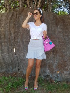 Tras la pista de Paula Echevarría » ROSA CHICLE. White t-shirt+blue and white striped ruffle skirt+watermelon slingbangs+pink handbag+sunglasses+printed turban. Summer Casual Outfit 2017