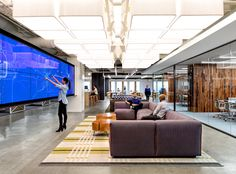 Inside Uber's San Francisco headquarters, the main lounge's LED-embedded touch-screen video wall maps Uber cars in all 100 cities served. Photography by Jasper Sanidad. Interior Design Magazine, Office Interior Design, Design Offices, Design Tech, Modern Offices, Office Designs, Design Concepts, Design Design, Open Office