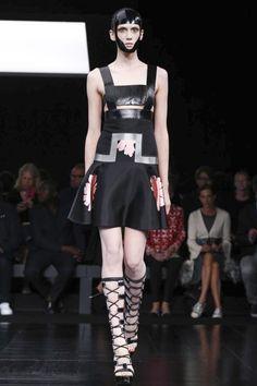 Alexander McQueen Spring Summer Collection Women wear Paris Fashion Week