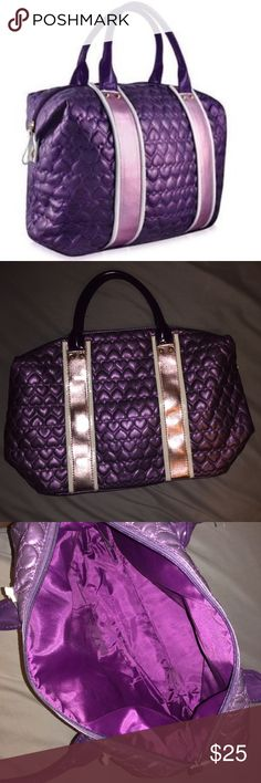 JUSTIN BIEBER girlfriend bag I'm selling this cheaper on the ⓂⒺⓇⒸⒶⓇⒾ app   Good condition No rinestones are missing  Trades not accepted Offers are welcome Bags Shoulder Bags