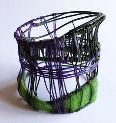 Mabel Pena, bracciale filo di rame ossidato, feltro, corda