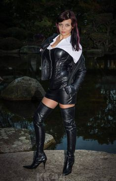 Cuir latex & plus Leather Corset, Leather Gloves, High Heel Boots, Thigh High Boots, High Heels, Sexy Outfits, Sexy Stiefel, Botas Sexy, Leder Outfits