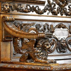 Antique Italian Casapanca Hall seat carved walnut in renaissance style.