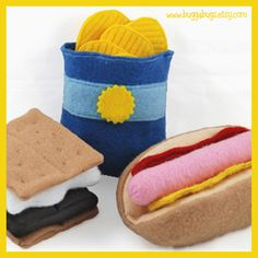@Jamie Lowe @Heather Cady I think Max needs these!!     Oodles of fun felt food camping food (including adorable s'mores