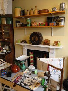 kitchen at Bassetlaw Museum, Retford 1940s Kitchen, Vintage Kitchen, Cosy Kitchen, Mini Kitchen, Look Vintage, Vintage Decor, Victorian Decor, Diy Kitchen Decor, Kitchen Design