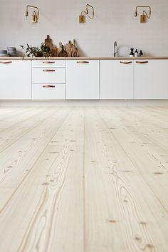 Home, Cool Kitchens, Interior Inspiration, Kitchen Renovation, Outdoor Decor, Flooring, Interior, Cottage Exterior, Farmhouse Flooring