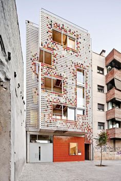 Multi-family residential building by Lagula arquitectes. Photography ©Adrià Goula.
