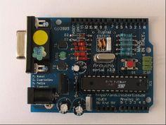 He hablado en varias ocasiones del Arduino. Es un sistema basado en el microcontrolador ATMega, libre y extremadamente fácil de usar. Dispone de un compilador también libre disponible para Windows, Li