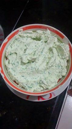 Luciane Sereia: Pasta de Ricota com Alho Low Carb Recipes, Cooking Recipes, Healthy Recipes, Healthy Food, Chutney, Confort Food, Sauces, Fabulous Foods, Love Food