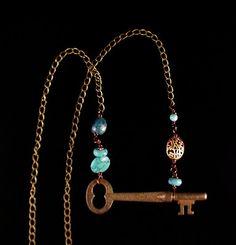 Tutorial: How To Make A Vintage Key Necklace DIY