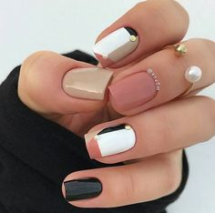 In search for some nail designs for your short acrylic nails? We& collected 43 pretty nail art designs. Stylish Nails, Trendy Nails, Cute Nails, Nail Art Vernis, Nagellack Design, Geometric Nail, Pretty Nail Art, Pretty Short Nails, Manicure E Pedicure