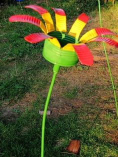 I do not like these colors but creative garden art idea. Make your own tin can flower.use it for an outdoor candle holder, bird feeder. Outdoor Candle Holders, Outdoor Candles, Diy Candles, Tin Can Crafts, Fun Crafts, Coffee Can Crafts, Garden Crafts, Garden Projects, Garden Ideas