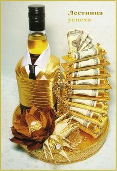 Фотография Creative Money Gifts, Cool Gifts, Birthday Gifts, Happy Birthday, Decorated Wine Glasses, Candy Bouquet, Edible Gifts, Milestone Birthdays, Chocolate Gifts