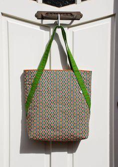 Diy Bags Purses, Diy Purse, Purses And Handbags, Bag Quilt, Sewing Lessons, Craft Bags, Jute Bags, Denim Bag, Fabric Bags